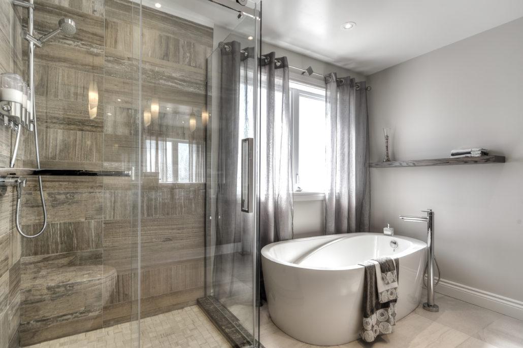 Salles de bain cr a nova - Baignoire douche design ...